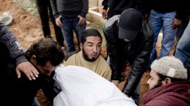 Det var for at undgå flere scener som den her, at Enhedslisten besluttede sig for at støtte aktionen i Libyen.