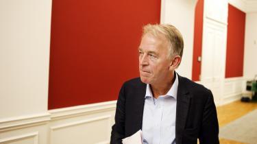 Villy Søvndal kritiserer nu regeringen for tomme trusler om, at Danmark vil blive løbet over ende, hvis vi ikke ændrer på vores velfærdssamfund.