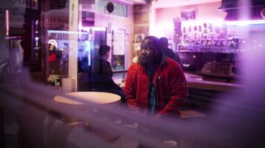 Dfibril Diaby er vært på et radioprogram for illegale indvandrere hver torsdag formiddag på Fréquence Paris Plurielle, en uafhængig radiostation for en stribe sociale, politiske og kulturelle bevægelser. I sit program 'La voix des sans-papiers' (de illegale indvandreres stemme', red.) får Diaby besøg indvandrere, som han interviewer og rådgiver juridisk.