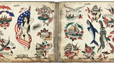 Tilbageblik. Det er de gode, gamle sømandstatoveringer som disse, der i stigende grad bliver efterspurgt hos tatovørerne i og omkring Nyhavn. Her er det Tato-Peters værker fra bogen 'Nordisk Tatovering' af Jon Nordstrøm, som udkommer i dag.