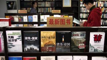Forskelsbehandling. Reglerne for, hvad forfattere må skrive i   Kina, er meget flydende, men skriver man i den skønlitterære   genre, er styrets censurgreb noget løsere, og det betyder også,   at genrens forfattere ikke så ofte bliver forfulgt og fængslet som for eksempel dem, der skriver politisk litteratur.