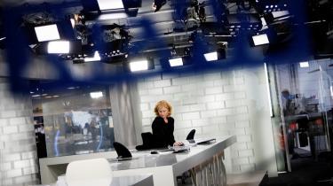 Falske nyhedsmedier som The Onion og Rokokoposten karikerer de rigtige mediers formsprog og udstiller dermed de forudsigelige nyhedsformularer. 'Vi parodierer medierne og journalisterne, ikke de virkelige hændelser,' siger Will Tracy, der er redaktør på The Onion. Her TV 2 News' studie.