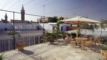 Udsigten fra terrassen på Det Danske Institut i Damaskus fejler ikke noget. Men ellers ligger det øde hen på et tidspunkt i den mellemøstlige historie, hvor der er allermest brug for det.