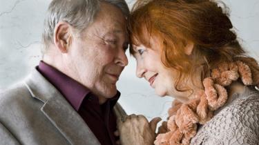 Blikket siger alt i Teatret Tidens Tands Romeo og Julie, når Henning Palner får øje på Annie Birgit Garde.