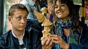 Skarpest er de små nedslag af samtidssatire i Lotte Svendsens familiefilm 'Max Pinlig 2'