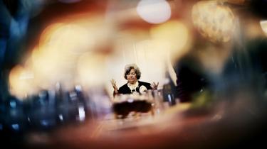 Først i januar 2010 gav Birthe Rønn Hornbech endelig ordre til at rette ind efter konventionen. Men det ønskede ministeren ikke at udstille i sin redegørelse om sagen, og derfor blev Integrationsministeriets egen udlægning af FN-konventionen fra december 2008 ganske enkelt udeladt.