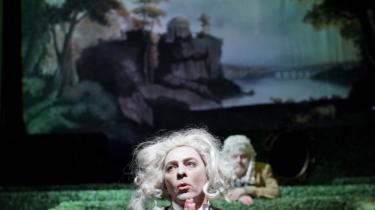 Aktualitet. 'Tartuffe' (t.v.) og 'Misantropen' (t.h.) er et par af Molières værker, der på det seneste har trukket publikum ind i teatrets mørke — og flere af den 300 år gamle komedie-forfatters stykker bliver sat op i nær fremtid.