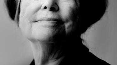 Dorrit Willumsen, født 1940, er aktuel med andet bind af sine erindringer, og bogen, 'Pligten til lykke', er historien om et ægteskab og historien om et forfatterskab. To størrelser, der til tider er svære at forlige i Willumsens liv.