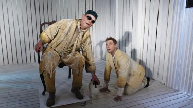 Tøjet er tildrysset af stivnet liv i 'Slutspil' på Sorte Hest, men Søren Spanning og Thomas Mørk får Becketts spænding til at knitre.
