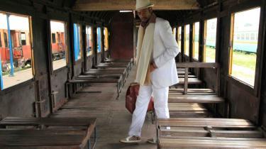 I Kina mugner pærerne, i Congo går pengene i fordærv og i et smukt, amerikansk sydstatslandskab rådner mor i sin kiste. På søndag slutter filmfestivalernes hyperaktive lillebror, CPH PIX, og vi fælder domme over de 10 idérige, næsten-modne debutfilm i festivalkonkurrencen