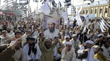 I Quetta, der er hovedstaden i provinsen Baluchistan i Pakistan, blev der i går protesteret mod USA efter drabet på Osama bin Laden, der holdt sig skjult i landet. At han befandt sig der, kan ikke komme som en overraskelse for alle i hæren eller blandt den politiske top i Pakistan, mener flere eksperter. Amerikanerne gennemførte missionen uden at orientere landets ledelse, da man frygtede læk.