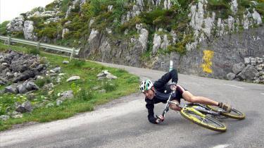 Bare et enkelt cykelstyrt kan få katastrofale følger, og derfor må genoptræning af hjerneskader ikke spares væk.