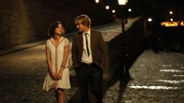 Woody Allen er i strålende form i sin nye film, 'Midnight in Paris', en morsom romantisk fantasi og en charmerende hyldest til byernes by der onsdag åbnede den 64. filmfestival i Cannes