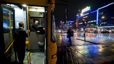 Et smil fjerner næppe den kendsgerning, at jobbet som buschauffør er slidsomt.