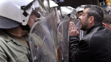 Protest. Når grækerne protesterer mod konsekvenserne af EU's hjælpepakke, udtrykker det præcist unionens problem — at den har mistet både sin legitimitet og sin effektivitet.