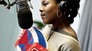 Vært på 'Offbeat Fredag', Lucia Odoom, diagnosticerer Cults' musik som 'klistret tyggegummipop med spooky Scoopy Doo-undertoner'. Det er beskrivelser, der forbløffende nok holder og kan få ord-ører til at høre lyd.