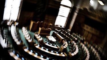 Magtforskydning. 'Det centrale i Folketingets arbejde i dag er kontrollen med regeringens arbejde. Det er hovedopgaven i dag, og det ligner også den udvikling, vi ser i resten af Europa, hvor parlamen-terne har tabt indflydelse,' siger demokratiekspert Mogens Herman Hansen.