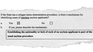 I august 2003 forsikrede Integrationsministeriet FN om, at fastlæggelse af statsborgerskab var en del af den 'almindelige asylprocedure' i Danmark. Men sagen om de statsløse kurdere, som Information for nylig har afdækket, viser, at det ikke var korrekt