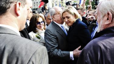 Far og datter. Det er farmands parti, Marine Le Pen har overtaget. Men det er ikke hans stil eller tilgang til politik, og derfor kan hun vise sig langt farligere, skriver forfatterne.