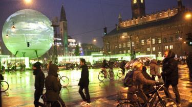 Op til og under klimatopmødet profilerede København — til lejligheden omdøbt til Hopenhagen — sig som verdens mest klimabevidste hovedstad. I dag har kommunen indført nye regler, der ikke belønner de borgere, der begrænser og sorterer affald efter alle forskrifter.
