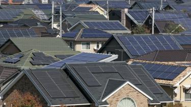 Japanerne er allerede i en vis grad med på alternativ energi som vindmøller og solceller. Et villakvarter i byen Ota 80 km nordvest for Tokyo vidner om en omstilling til solpaneler på hvert et hus, men det skyldes især høje priser på strøm fra atomkraftværkerne. Nu vil milliardæren Son sætte mere skub i solenergien.