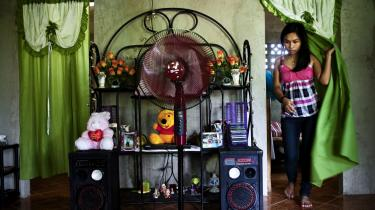 Et filippinsk hjem bygget af penge, der er tjent som au pair i Danmark. Filippinere, der rejser til udlandet som au pairs, får understreget, hvor vigtigt det er at sende penge hjem til familien i Filippinerne