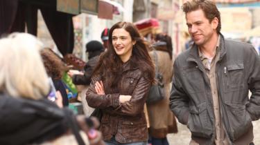 Nikolaj Lie Kaas puster charmerende liv i sine få scener som Kathryn Bolkovacs (Rachel Weisz) hollandske kæreste i en politisk thriller, der har et tungt emne som trafficking som omdrejningspunkt.