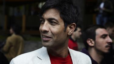 SF'eren Kamal Qureshis telefonsvarer oplyser, at han for tiden ikke kan udholde sin telefon.