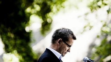 Selv Socialdemokraterne bakker Bendt Bendtsen (K) op efter anklager om interessekonflikter i forhold til EU's råstofspolitik. Bendtsen har intet ulovligt gjort, og der er ingen dokumentation for problemer, påpeger ekspert
