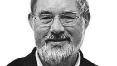 Koldkrigshistoriker Bent Jensens foreløbige konklusioner om Østblokkens indflydelse på socialdemokratisk sikkerhedspolitik i 1980'erne er ikke en historisk afhandling værdigt. Det siger koldkrigsforskningens 'grand old man', professor emeritus Nikolaj Petersen.