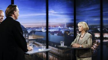 Parallelverden. Peter Mogensen og Michael Christiansen — der her interviewer Pia Kjærsgaard — er som det øvrige kommentatorkorps en del af en parallelverden, der sagtens kan være uenige om rød og blå blok, men alle tilhører det samme priviligerede lag af samfundet, siger Lars Olsen.