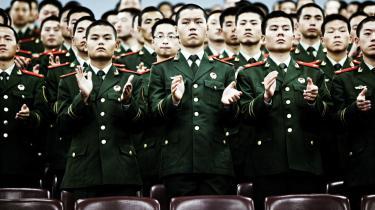 Udadtil marcherer Kinas kommunister i takt, men bag facaden vokser uenigheden om, hvilken kurs man skal udstikke for fremtiden.