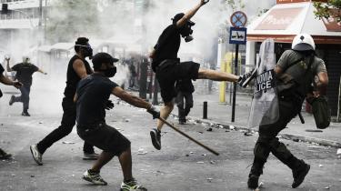 'I debatten om løsninger på den aktuelle bank- og gældskrise forsvinder de argumenter, der minder os om, at Europa er et politisk projekt,' siger Jürgen Habermas. Billedet her viser protester i Athen i sidste uge.
