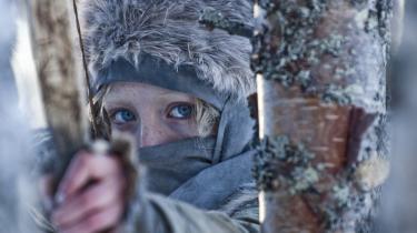 16-årige irske Saoirse Ronan spiller hovedrollen i det blodige, men visuelt stærke actiondrama 'Hanna'. Joe Wright har instrueret filmen og gentager dermed sit samarbejde med Ronan, der også var med i 'Soning'. Hun kommer netop fra den krævende hovedrolle som mord- og voldtægtsoffer i Peter Jacksons 'The Lovely Bones'.