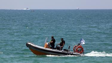 Israelske tropper patruljerer Middelhavet, for at forhindre flotillen adgang til Gaza.