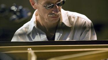 Efter et blodfattigt første sæt skete der en forvandling i pausen — omrokeringer og nyt flygel — og Keith Jarrett viste nu sammen med bassisten Gary Peacock og trommeslageren Jack DeJohnette formatet, da han lørdag gav koncert i Operaen
