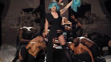 Musiktjenesten Spotify kommer nu til Danmark, men har allere-de en stærk profil i andre lande. Bl.a. kunne Spotify-kunder i foråret smuglytte til Lady Gagas seneste album, fem dage før den officielle udgivelse.