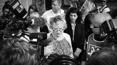Eva Joly, nyudnævnt præsidentkandidat for De Grønne i Frankrig, har aldrig været bange for at udfordre Frankrigs elite. Som undersøgelsesdommer var det hende, der optrevlede den såkaldte Elf-skandale, der omfattede toppolitikere og erhvervschefer.