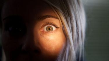 Mørke har sjældent taget sig smukkere ud end i den stilfulde, men ikke helt igennem vellykkede spanske gyser 'Julia's Eyes'