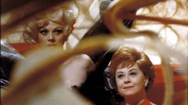 Fem meget forskellige film fra første del af den både udskældte og beundrede italienske instruktør Federico Fellinis karriere er udkommet i en boks
