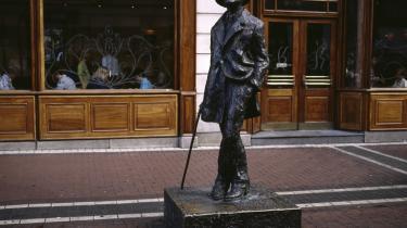 Et af Dublins mest berømte bysbørn, James Joyce, foreviget som statue i den by, han har anbragt prægnant i litteraturens verden.