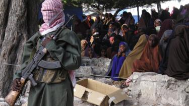 Den aktuelle sultkatastrofe i Somalia kan være med til at øge den somaliske gruppe  al-Shabaabs magtposition, mener eksperter. Ud over at gruppen profiterer økonomisk   på krisen, tvinger al-Shabaabs kontrol over adgangen til de udsatte områder også det internationale samfund til at forholde sig til militsen.