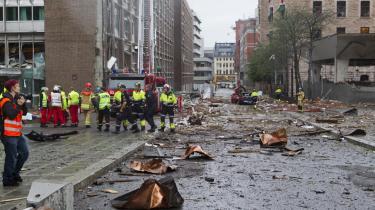 Kritik af TV 2's dækning sidste fredag af tragedien i Norge er ikke berettiget, mener stationens nyhedschef .