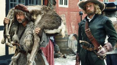 I serien 'Gøngehøvdingen' nåede  Søren Pilmark at skyde sin egen mad, redde adelsfruer fra voldtægt og give de vederstyggelige svenskere en ordentlig overhaling.