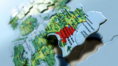 De 13 amter og tre kommuner med amtstatus blev nedlagt 31. december 2006 som f©™lge af strukturreformen. Nu vare°©tages opgaverne af fem regioner, men VKO, der skabte regionerne, er nu indstillet p? ned°©l©°gge dem igen efter fire ?r.