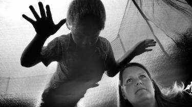 I modsætning til voksne har psykisk syge børn ingen behandlingsgaranti. De har kun 'ret' til en udredning og derefter behandling. Børn er dårligere stillet, mener eksperter. SF kræver en garanti