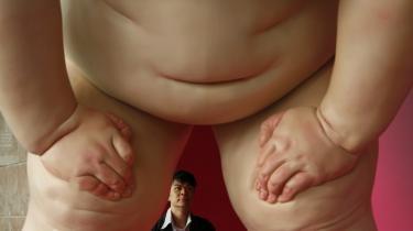 Hongkong har skudt sig ind blandt verdens kulturhovedstæder, og nye projekter og museer vil give den tidligere britiske kronkoloni et yderligere kulturelt boost. Her er det til venstre en skulptur ved navn 'Nude No. 2' af den kinesiske kunstner Mu Boyan. Øverst et maleri af den kinesiske kunstner Zeng Fanzhi ved navn 'Mao I: From the Masses, To the Masses' vurderet til over 30 millioner Hongkong dollar (ca. 20 mio. kr.) — og herover en vestlig repræsentant, 'Your Plural View' by Olafar Eliasson.