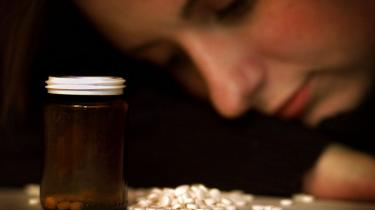 Op til folketingsvalget i 2007 lovede næsten samtlige partier, at der skulle være en behandlingsgaranti på 48 timer til selvmordstruede. Men flertallet forsvandt, efter at Sundhedsstyrelsen slog fast, at behandlingsgarantien kunne få en negativ effekt  til trods for at styrelsen ingen videnskabelige beviser har, lyder kritikken