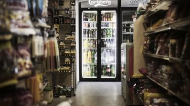 Abbas har i snart tre år drevet en kiosk i Istedgade. Men arbejdet med at svinge sødmælk og Prince Light over disken tilbyder kun få muligheder for fritid.