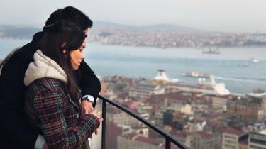 Fortryllende. Den tyrkiske nobelprisvinder Orhan Pamuk overgår sig selv med en uimodståelig roman om kærlighedssorg i Istanbul